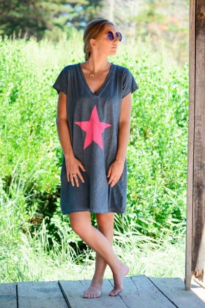 Robe-gris-anthracite-façon-t-shirt-long-étoile-rose--b44-2