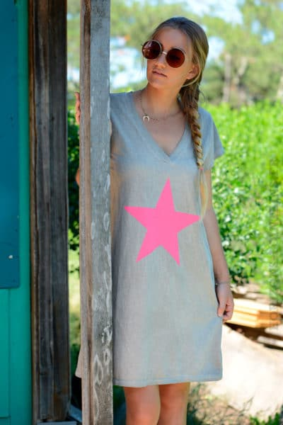 Robe-marron-clair-façon-t-shirt-long-étoile-rose--b44