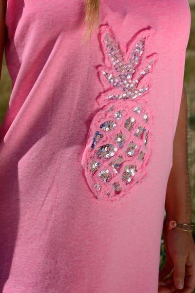 Robe-matière-t-shirt-ananas-en-sequins-rose-fluo-b38-7