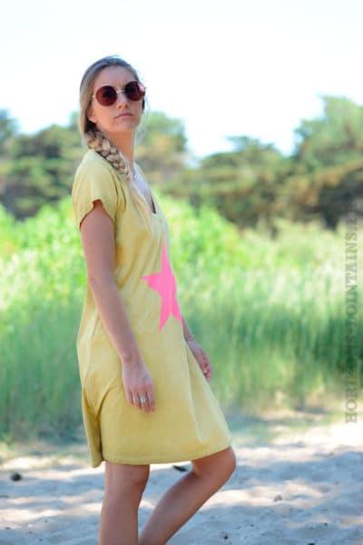 Robe-moutarde-façon-t-shirt-long-étoile-rose-b44-2