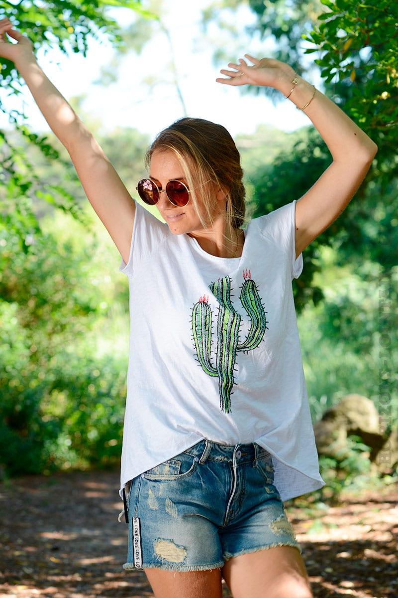 8b6a63b42ee65 T-shirt blanc avec un cactus devant - Horizons Lointains