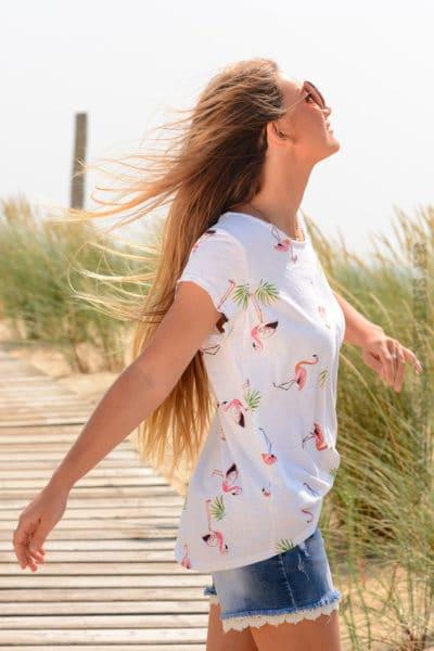 T-shirt-blanc-petits-motifs-flamant-rose-b156