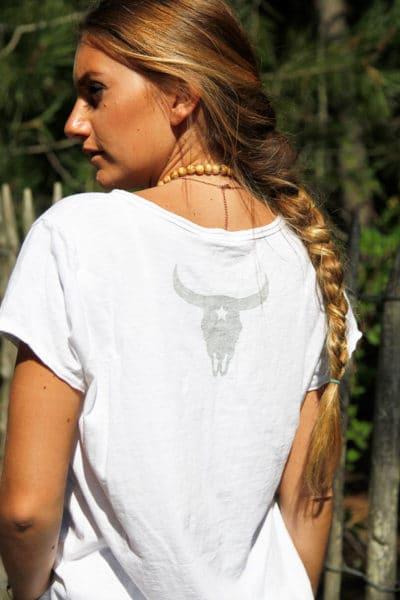 T-shirt-blanc-tete-de-buffle-argentée-dans-le-dos-B150-2