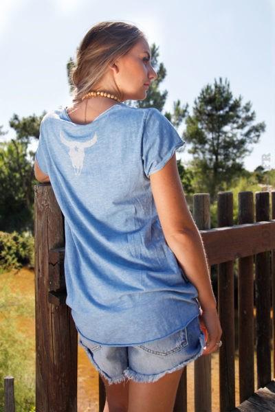T-shirt-bleu-tete-de-buffle-argentée-dans-le-dos-B150-2