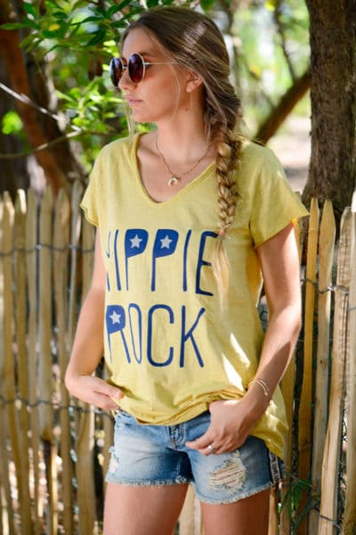 T-shirt-jaune-moutarde-message-hippie-rock-b146