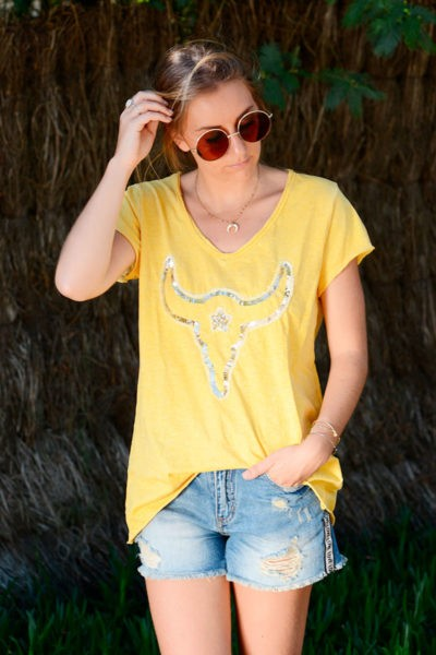 T-shirt-jaune-tête-de-buffle-en-sequins-b149