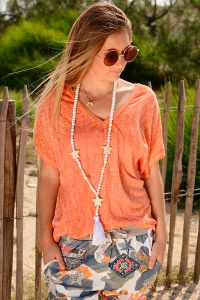 T-shirt-orange-fluide-col-V-brillant-devant-et-derriere--b155-2