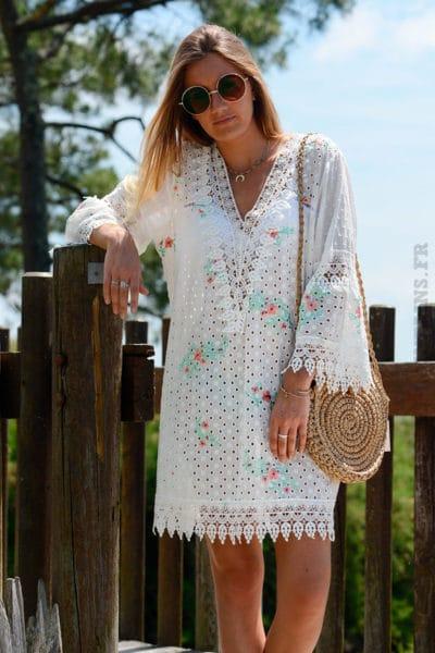 Tunique-robe-blanche-en-broderie-anglaise-avec-fleurs-b138