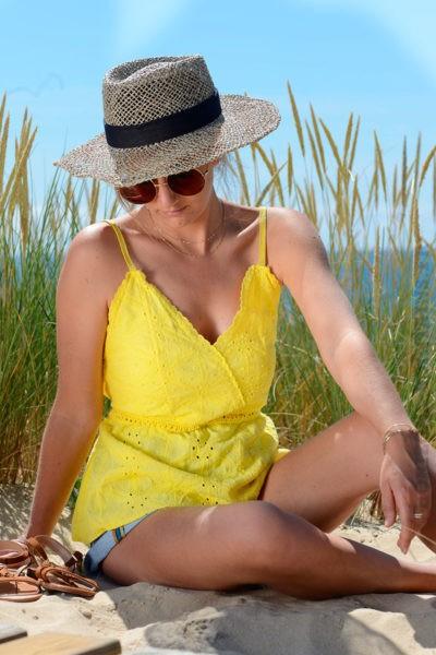 debardeur-jaune-en-broderie-anglaise-bretelles-fines-b137-4
