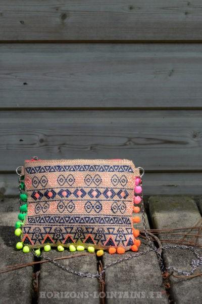 pochette-B033-toile-jute-ethnique-pompons-multicolores-