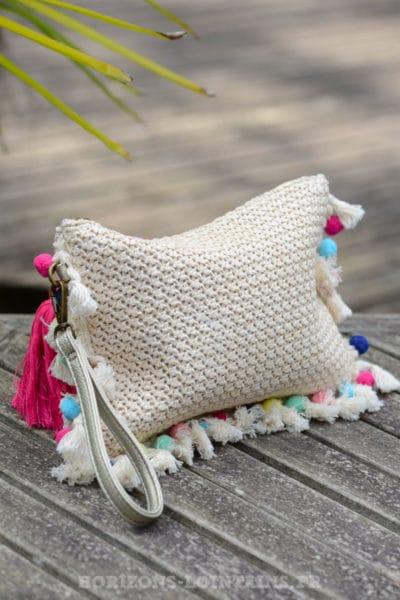 pochette-B040-rafia-beige-rose-pompons-multicolores-