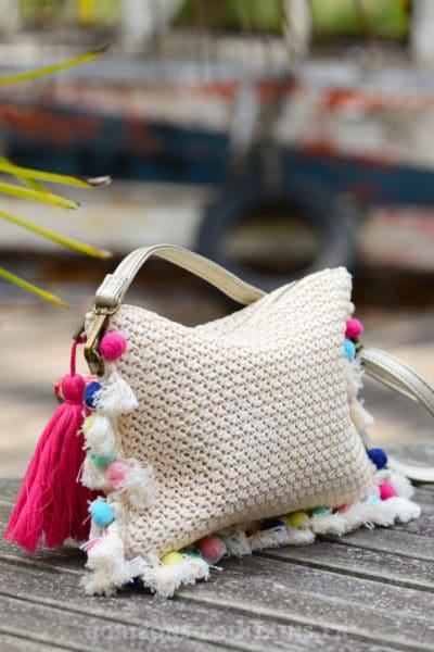 pochette-B040-rafia-beige-rose-pompons-multicolores