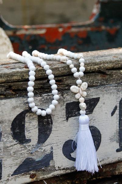 Collier-perles-bois-papillon-blanc-060