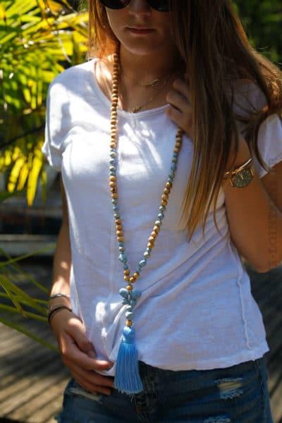 Collier-perles-bois-papillon-bleu-ciel-060-3