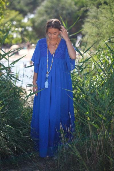 Robe-longue-bleu-roi-bohème-col-V-dentelle-B65