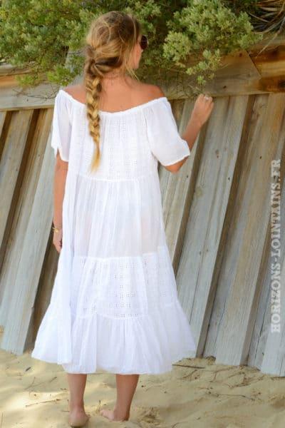 robe-B049-longue-mc-dentelle-anglaise-bas-volante-blanche-