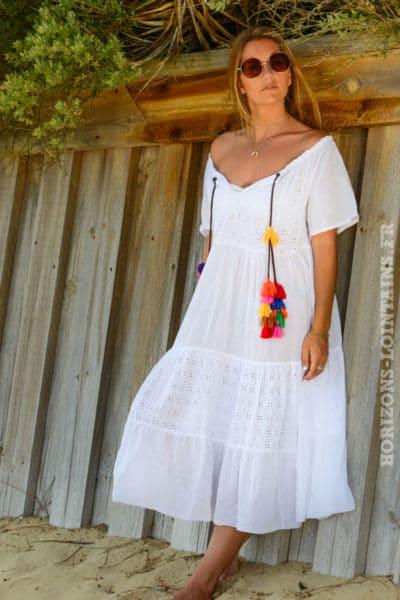robe-B049-longue-mc-dentelle-anglaise-bas-volante-blanche