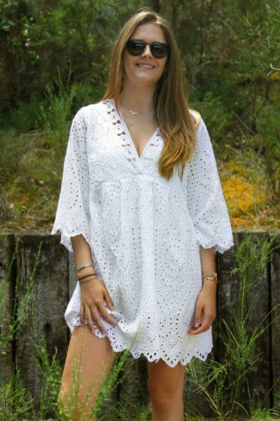 Tunique-robe-blanche-doublé-avec-col-V-et-broderie-anglaise-face