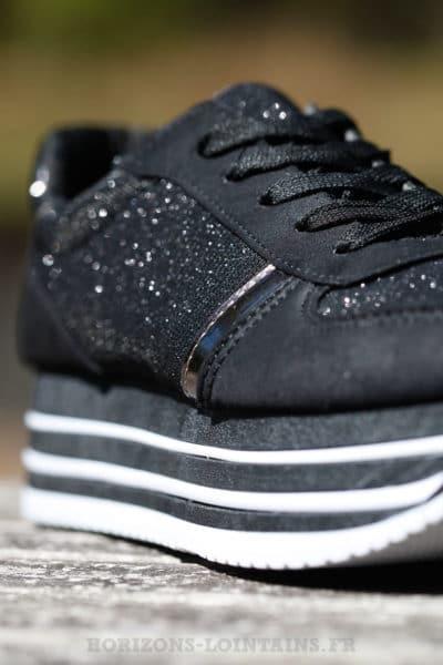 Baskets running noires brillant plateforme chaussures sneakers talon détail B025