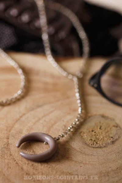 Collier petite perles fines facettes corne gris bijoux