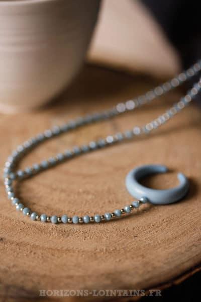 Collier petites perles fines facettes corne bleu ciel bijou