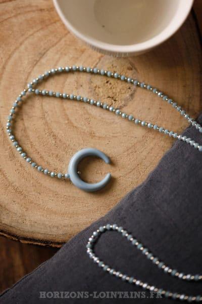 Collier petites perles fines facettes corne bleu ciel bijoux