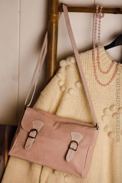 Petit sac cartable croûte cuir velours couleur rose poudré bandoulière