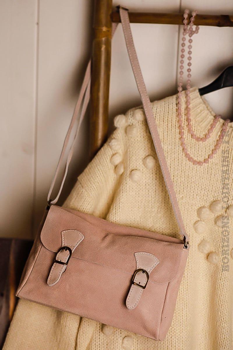f4ac022ce8 ... Petit sac cartable croûte cuir velours couleur rose poudré bandoulière