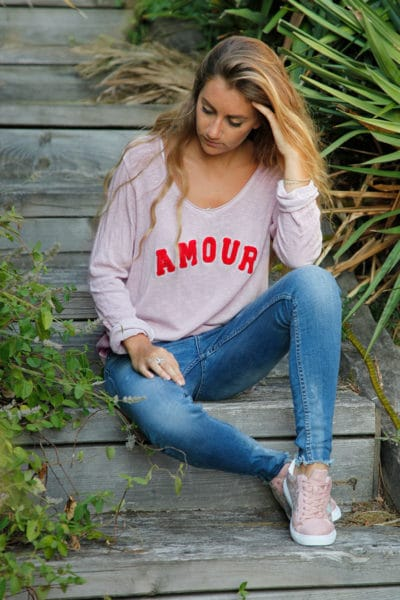 Pull blanc fin col V amour