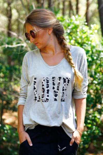T-shirt-beige-manches-longues-col-V-Love-lépoard-B190