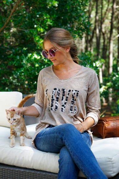 T-shirt-caramel-manches-longues-col-V-Love-lépoard-B190