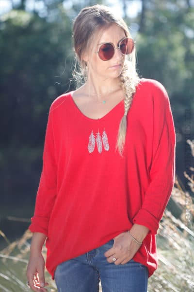 Top-rouge-manches-longues-col-V-trois-plumes-B176