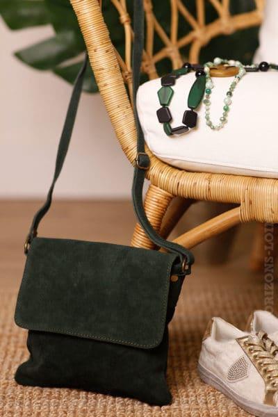 petite pochette rabat bandoulière vert foncé peau style daim B005