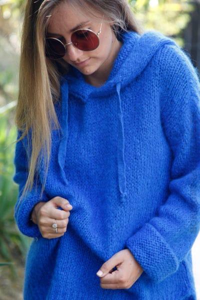 pull-bleu-roi-à-capuche-grosses-mailles-b180