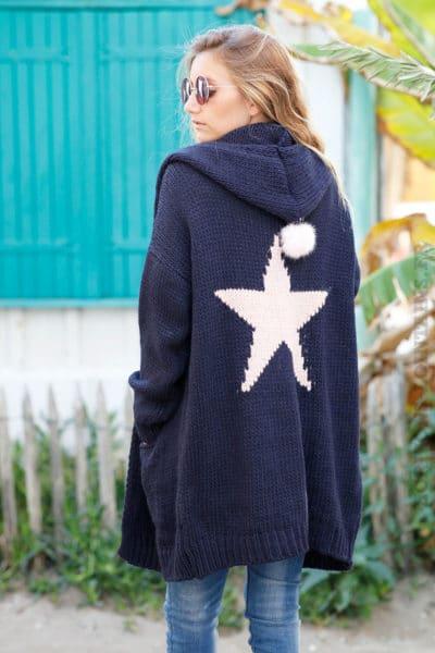 Gilet-long-bleu-marine-grosses-mailles-à-capuche-avec-étoile-dans-le-dos--b23