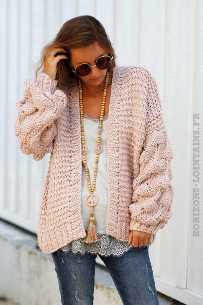Gilet-rose-grosses-mailles-tricoté-main-manches-boules-b18