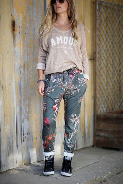 Pantalon-confort-imprimé-tropical-fond-kaki-b46