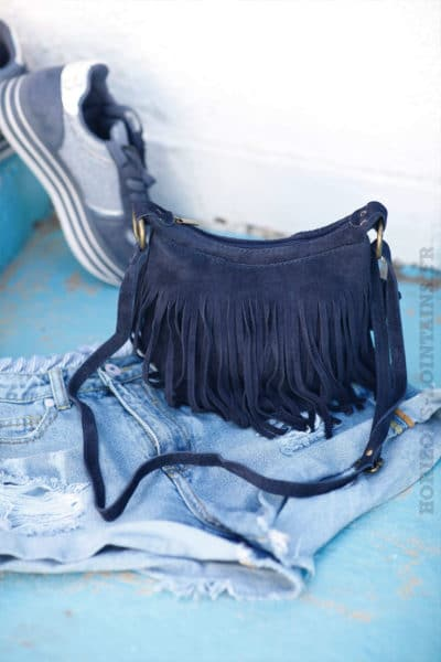 Sac-seau-bleu-marine-croûte-de-cuir-à-franges-B46