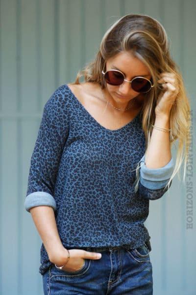 Top-jersey-manches-longues-imprimé-léopard-fond-bleu-marine-B201