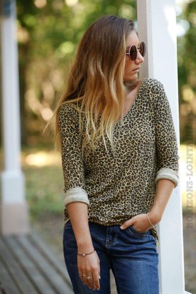 Top-jersey-manches-longues-imprimé-léopard-fond-moutarde-B201-2