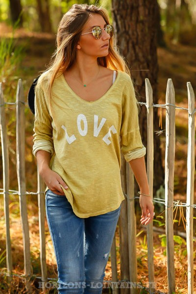 Top loose jaune moutarde pastel tshirt message LOVE blanc look moderne B206