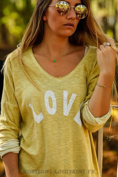 Top loose jaune moutarde pastel tshirt message LOVE blanc look moderne B206