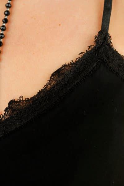 débardeur-noir-dentelle-bretelles-fines