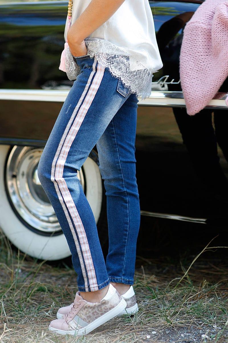 jean avec bande tissus rose pâle coté B047