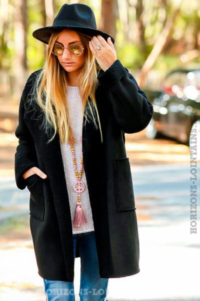 manteau-noir-effet-peau-retournée-confortable-chaud-détail-col-fourré-B026