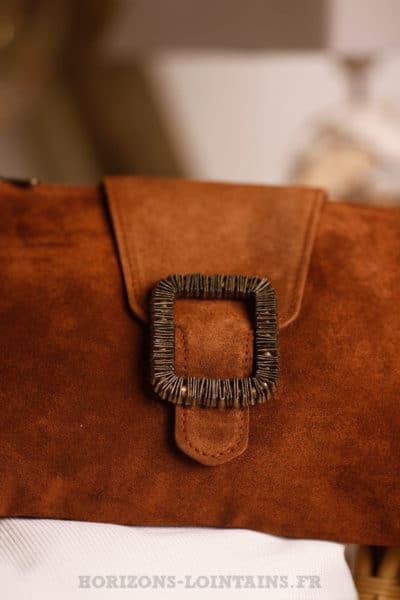 pochette camel croûte cuir petit sac marron boucle couleur cuivre dorée B045