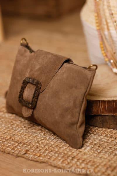 pochette taupe croûte cuir sac marron avec boucle couleur cuivre dorée B045