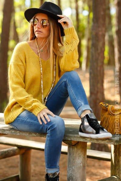 pull jaune moutarde mailles colv détails dentelle coeurs bas manches B197