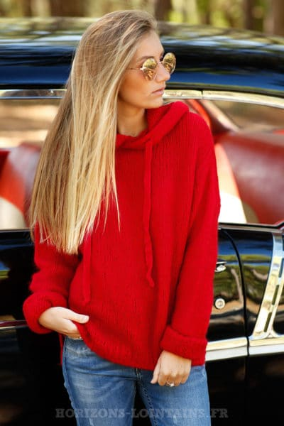 pull rouge capuche grosses mailles idée looks B180