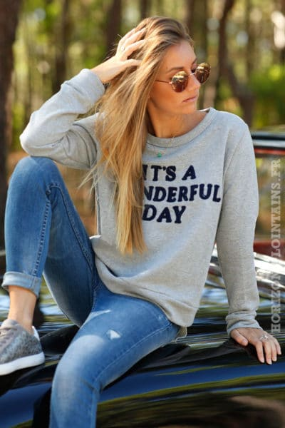pull sweat gris manches longues message bleu marine wonderfull day